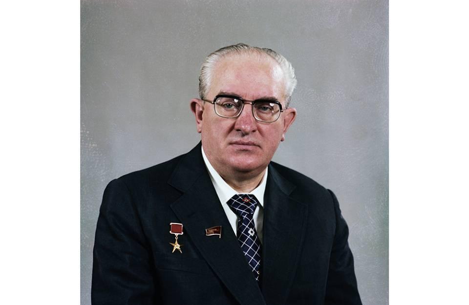 Юрий андропов — биография, личная жизнь, кгб, жена, дети, сын, фото и последние новости