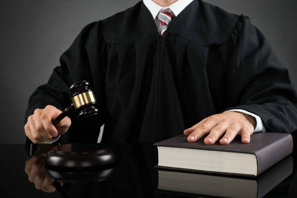 Профессия судья: что делает, где учиться, какие предметы нужно сдавать