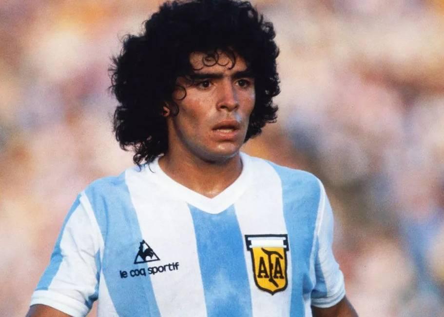 «рука бога» и гол столетия: чем запомнился легендарный футболист диего марадона