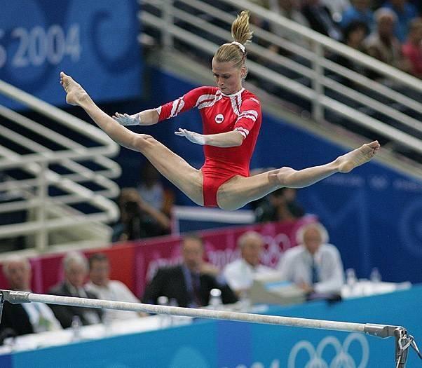 Чем в настоящее время занимается гимнастка светлана хоркина