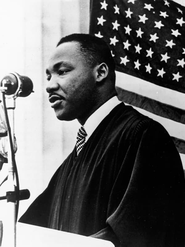 «он изменил жизнь миллионов американцев»: как мартин лютер кинг повлиял на расовую политику в сша — рт на русском