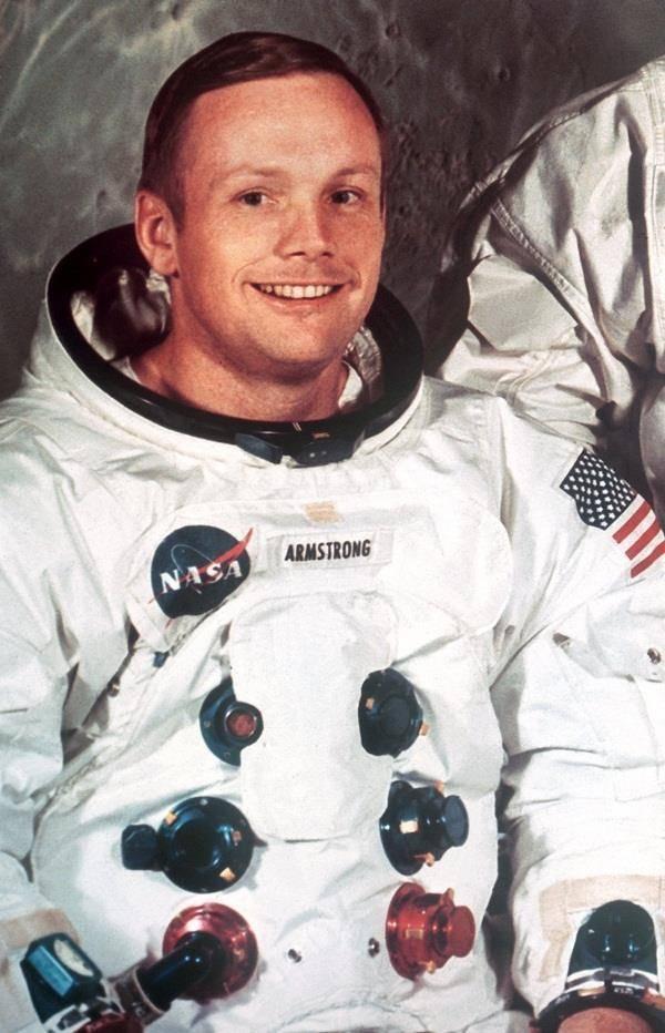 Армстронг нил на луне: как проходила первая посадка?