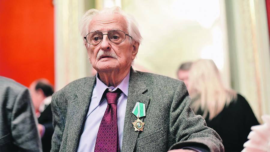 Марлен хуциев не соглашался ложиться в больницу без жены, подробности его биографии описаны в википедии