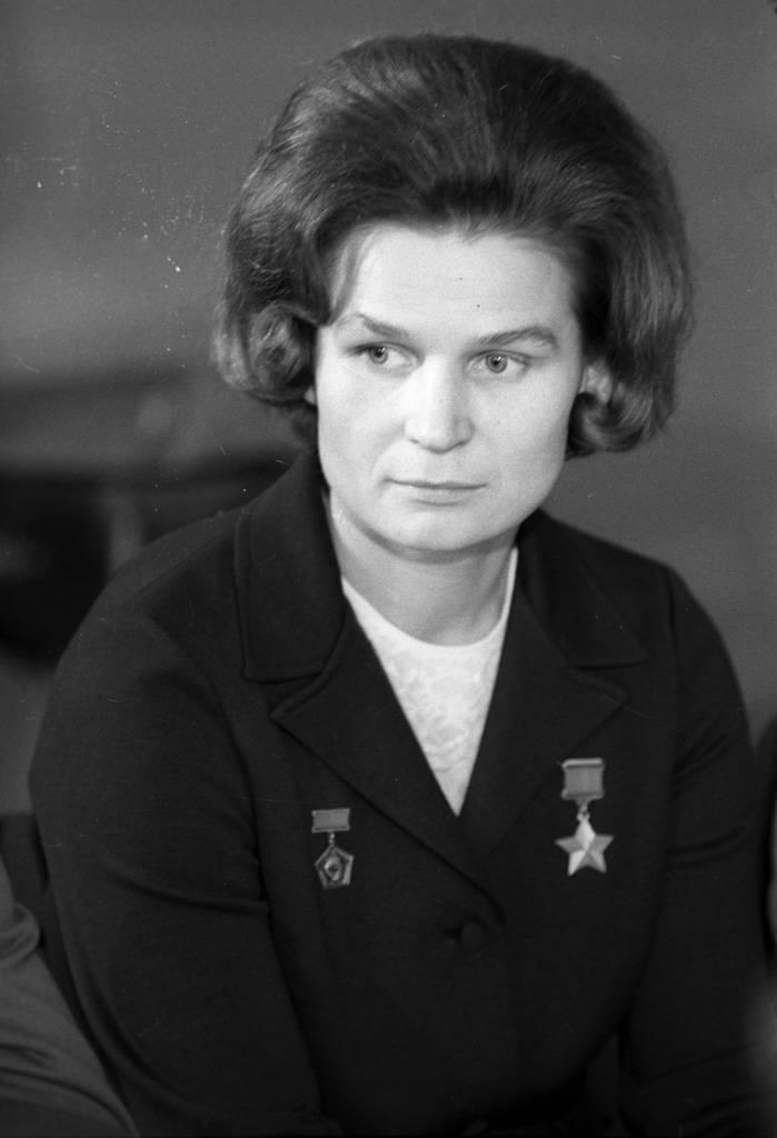 Кто такая и на чем летала терешкова валентина владимировна: краткая биография героини. кем была до полета в космос первая женщина космонавт, чем знаменита и чем занимается в наши дни.