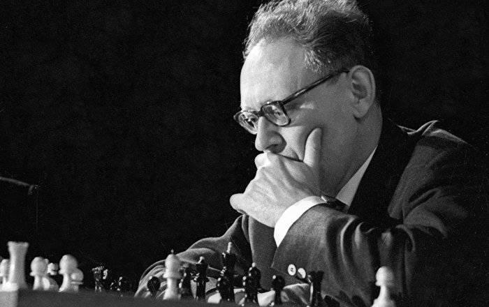 Михаил моисеевич ботвинник биография, знакомство с шахматами и завоевание звания мастера, сильнейший шахматист в ссср