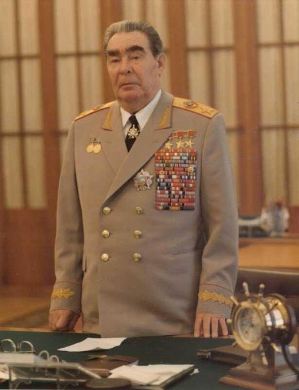 Леонид брежнев – биография, карьера, смерть, фото, семья и дети