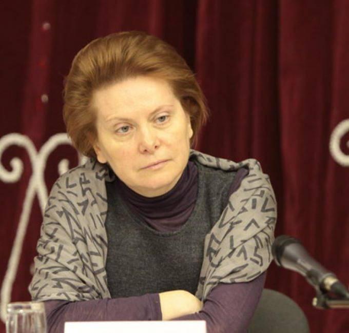 Кем является жена телеведущего дмитрия комарова?