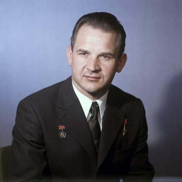 Биография Владимира Кубасова