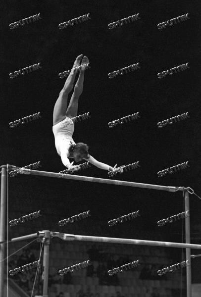 Великая гимнастка ольга корбут и её мертвая петля. ныне запрещённый и сложнейший элемент в гимнастике