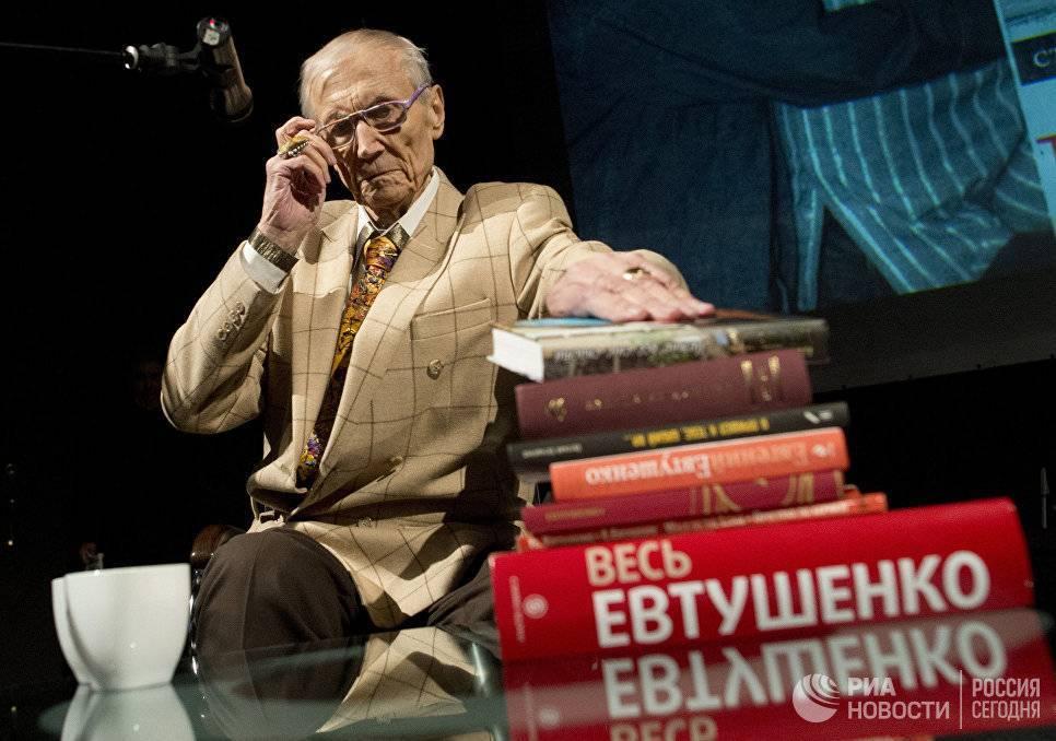 Поэт евгений евтушенко: биография и творчество