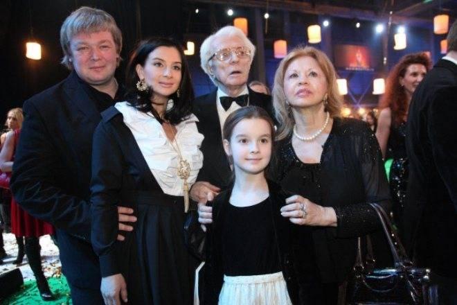 Александра стриженова (холошина) - биография, информация, личная жизнь, фото, видео