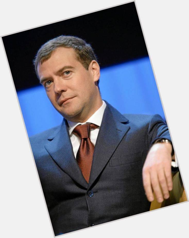 Краткая биография дмитрия медведева самое главное