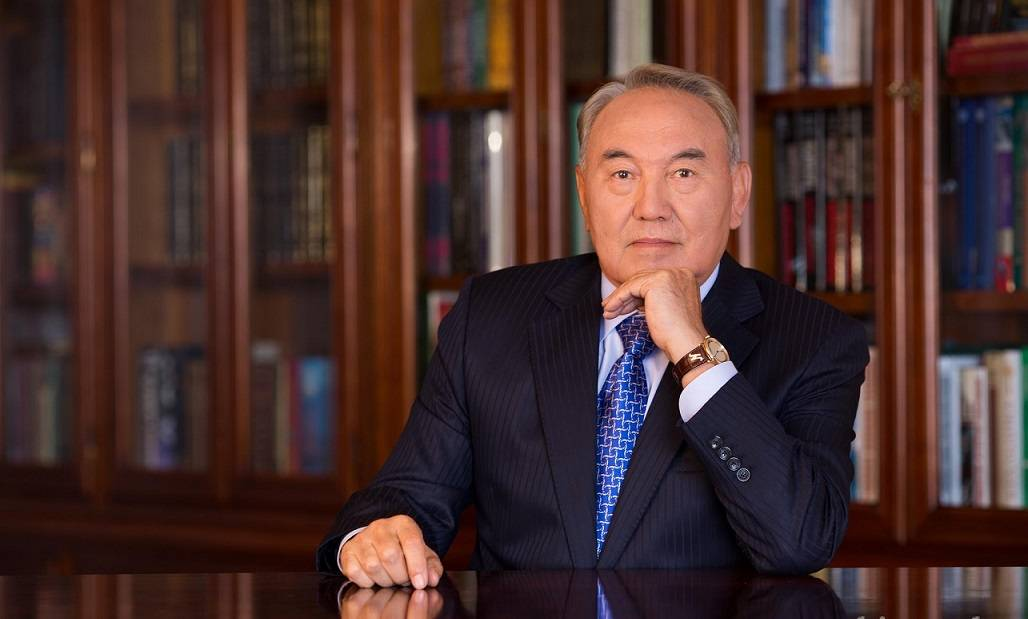 Где сейчас назарбаев нурсултан абишевич, чем он занимается, где живет?