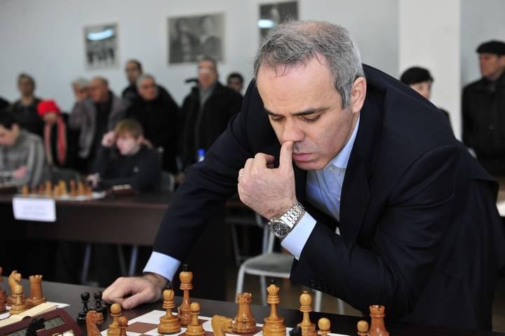 Гарри каспаров — тринадцатый чемпион мира по шахматам