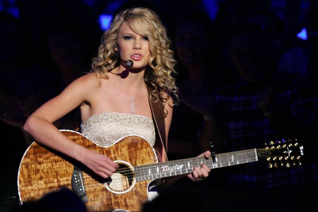 Невероятная тейлор свифт: эффектные фото одной изсамых любимых певиц америки
