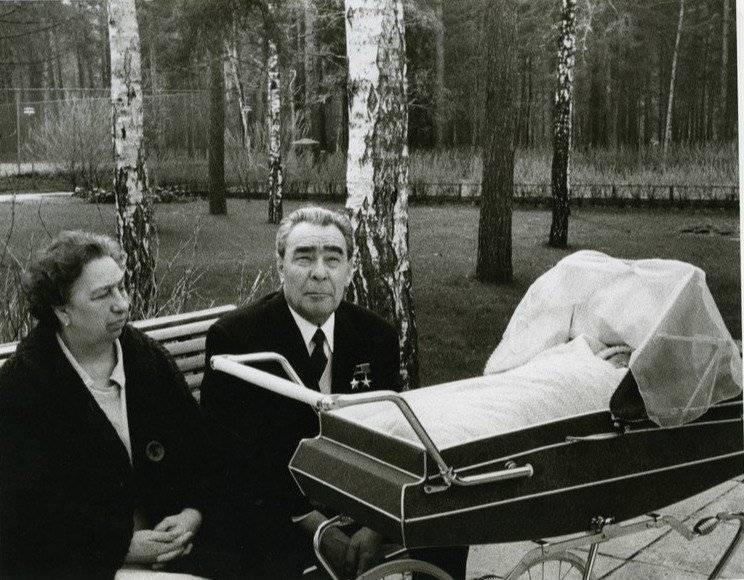Поцелуй генсека леонида ильича брежнева: биография, годы жизни и правления